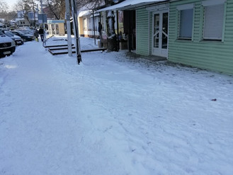 Центр міста розчищають від снігу
