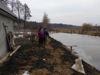У заплаві річки Ірпінь спалювали суху рослинність