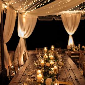 cena en nuestra carpa con luces nocturnas