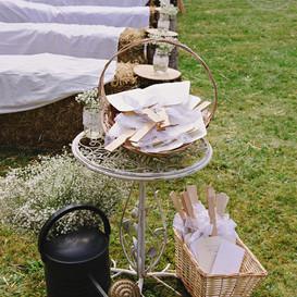 boda civil rústica y detalles para las invitadas