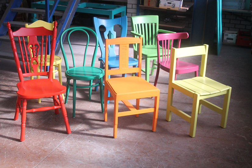 Handgeschilderde houten stoel