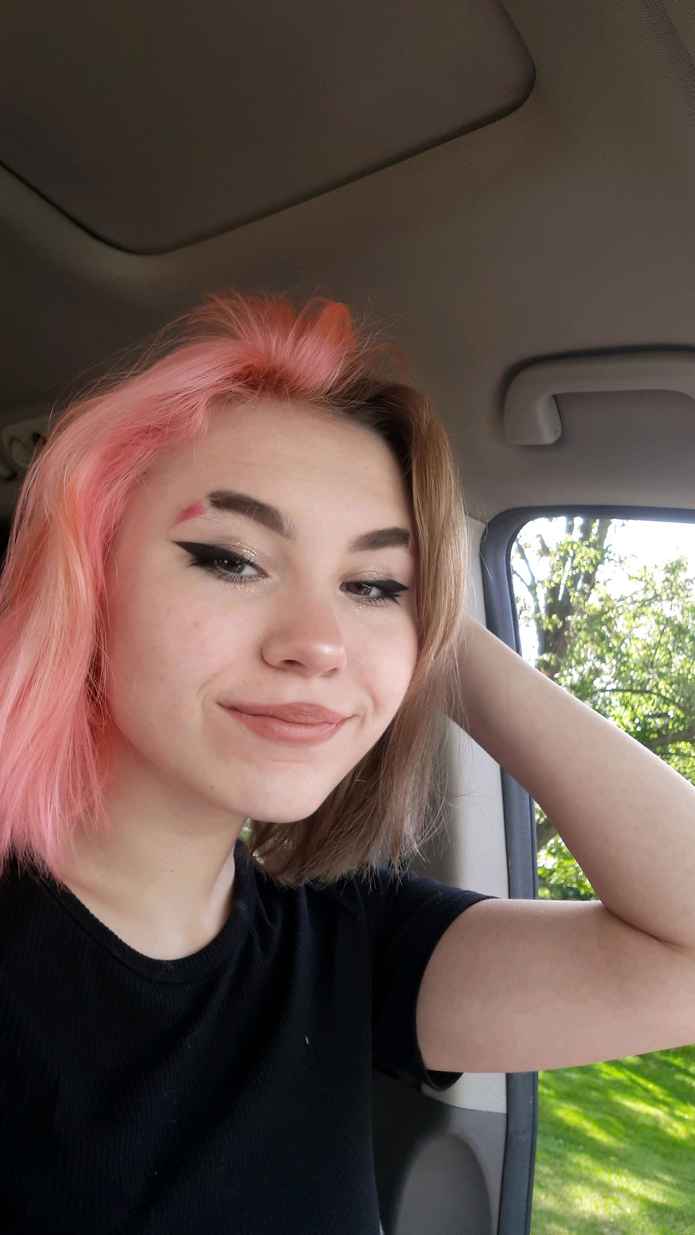 "Taylor Faubert shows off her new hair color as a result of her ""Glow-up."""