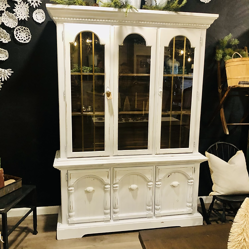 White chippy hutch with with hardware