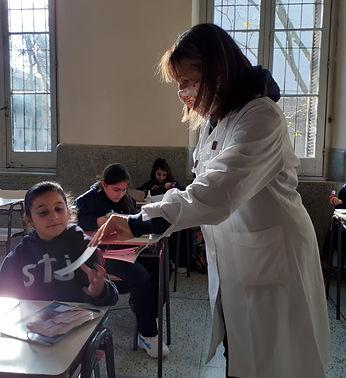 Maestra_Rosario_con_niños.jpg