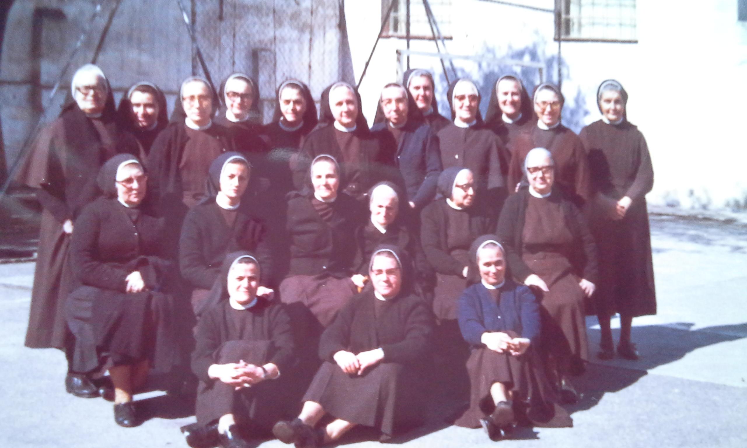 Comunidad hermanas_1974