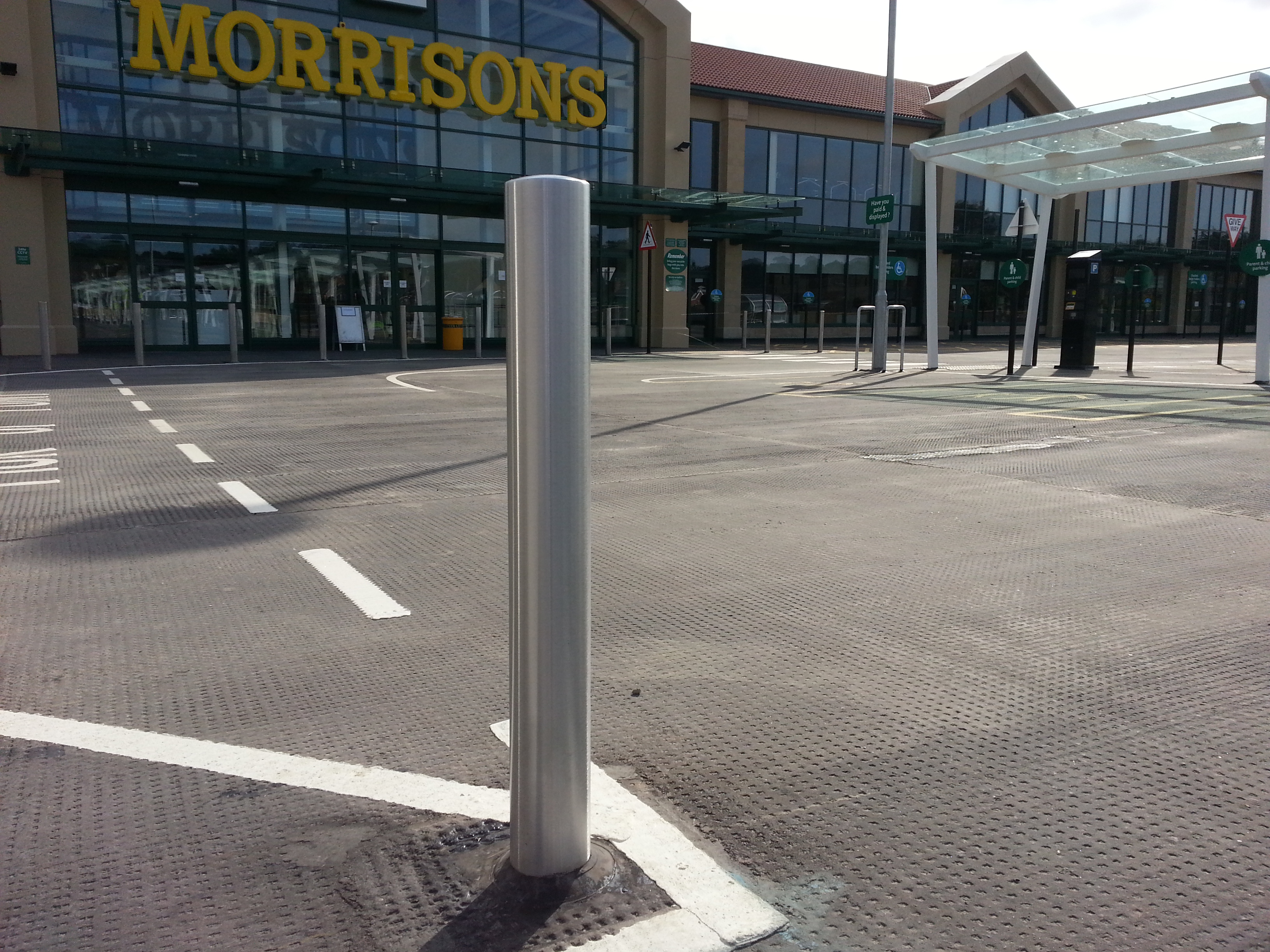 Protect bollards from rust Bromoco