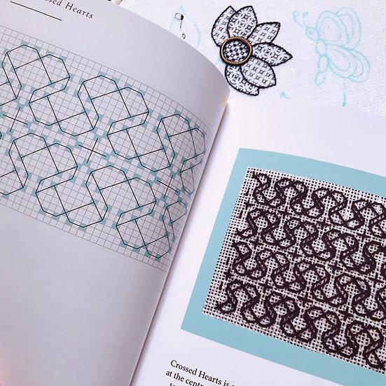 50 Essential Blackwork Patterns : Book 1
