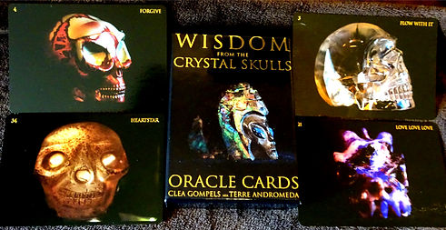 Clea Gomples. Crystal Skull Oracle Deck.