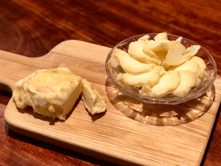 本日のあて。裏メニューシリーズです!HIRONOSUKEではおなじみ、菊池で作られているモッツアレラチーズ、ペルラディラッテを贅沢にも味噌漬けにしてみました。あーなんて贅沢!でも、これがイケるんです。