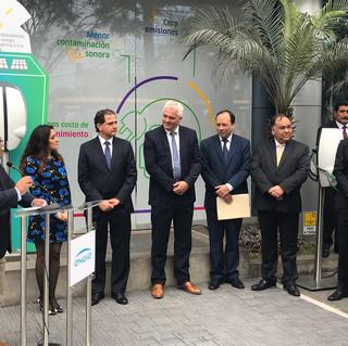 Lanzamiento de un bus eléctrico urbano  en el distrito de San Isidro con miembros de la empresa de energia Engie y Municipalidad de San Isidro.
