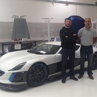 Miroslav Zrnevic, Piloto de pruebas de Rimac Automobili y Jefe de Desarrollo  y Roberto Obradovich, junto al prototipo Concept S Este auto también se desarrolló bajo responsabilidad de Monika.