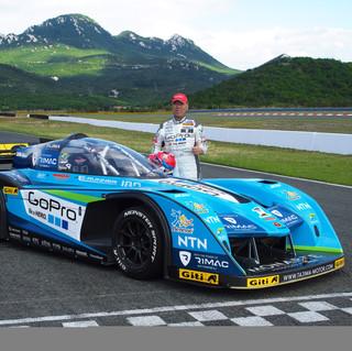 Auto diseñado para Monster Tajima en la conocida carrera Pikes Peak en Colorado, USA. Este auto monoplaza eléctrico tiene mas de 1MW de potencia, es decir mas de 1,350hp.