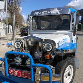 """Una """"buseta"""" de diesel convertida a eléctrica, por QEV technologies para la ciudad de Manila, Filipinas."""
