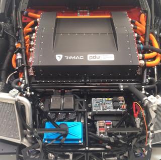 Parte trasera de un Rimac Autonomibili en donde se puede ver su enorme PDU, o mas conocido como BMS (battery management system).