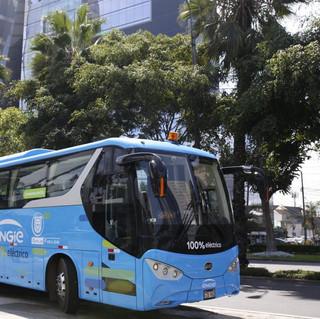 Bus eléctrico minero en las calles de Lima.