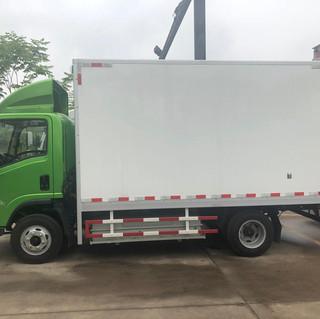 Camión eléctrico de una capacidad de carga de 4.8 toneladas y una autonomía de 180kms por cada carga.