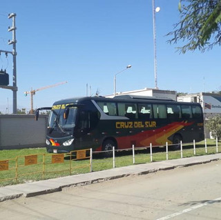 Bus eléctrico coach de 12.5mts cargando baterías en Ica con cargador en dc de 200kw de potencia.