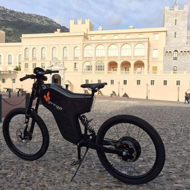 Greyp bike en su territorio en Croacia