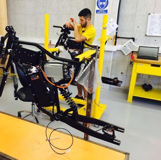 Línea de ensamblaje de Greyp Bikes en Croacia. Empresa hermana de Rimac Automobili. La bicicleta eléctrica mas avanzada del mundo. 50% bicicleta y 50% moto.