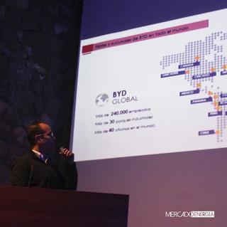 Exposición de Roberto Obradovich en Cuzco, en el evento mercado energía.