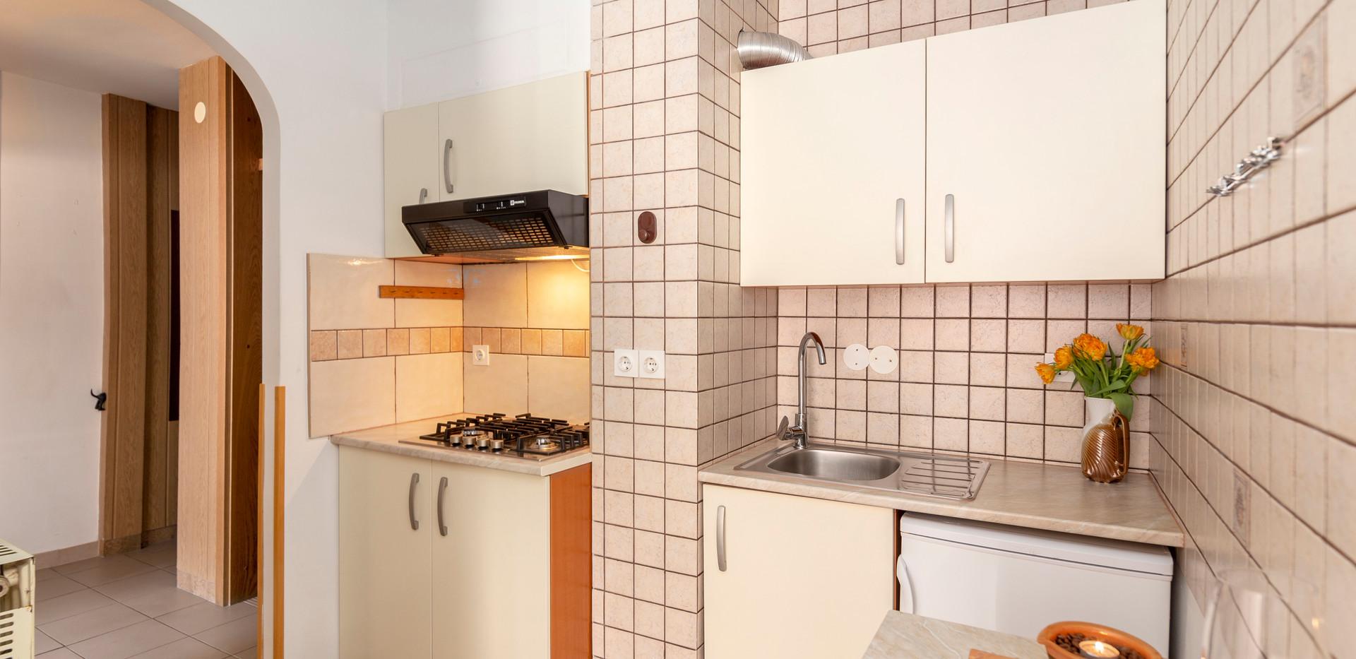 E-101-kitchen_1493.jpg