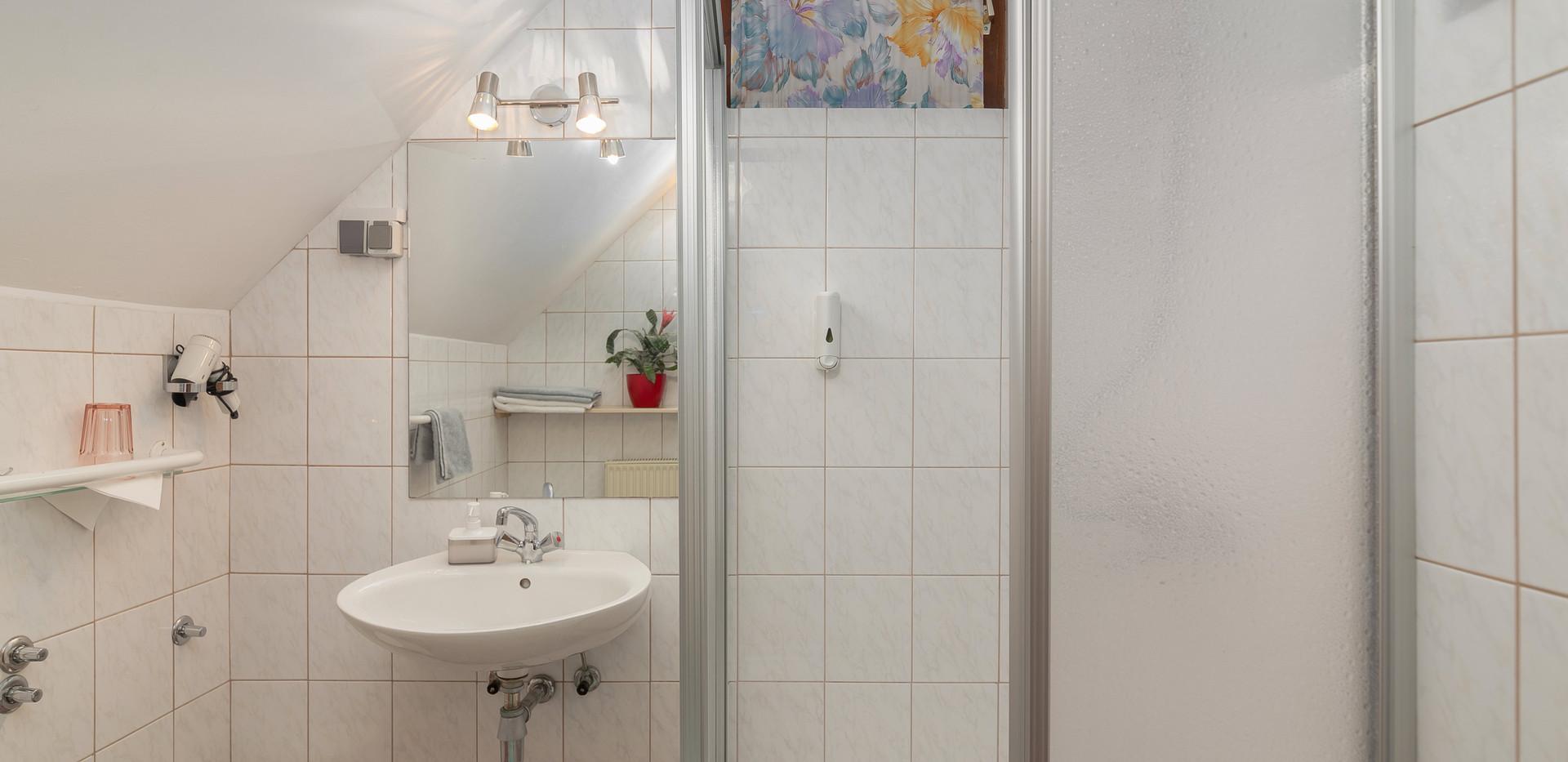 C-301-bathroom_2194.jpg