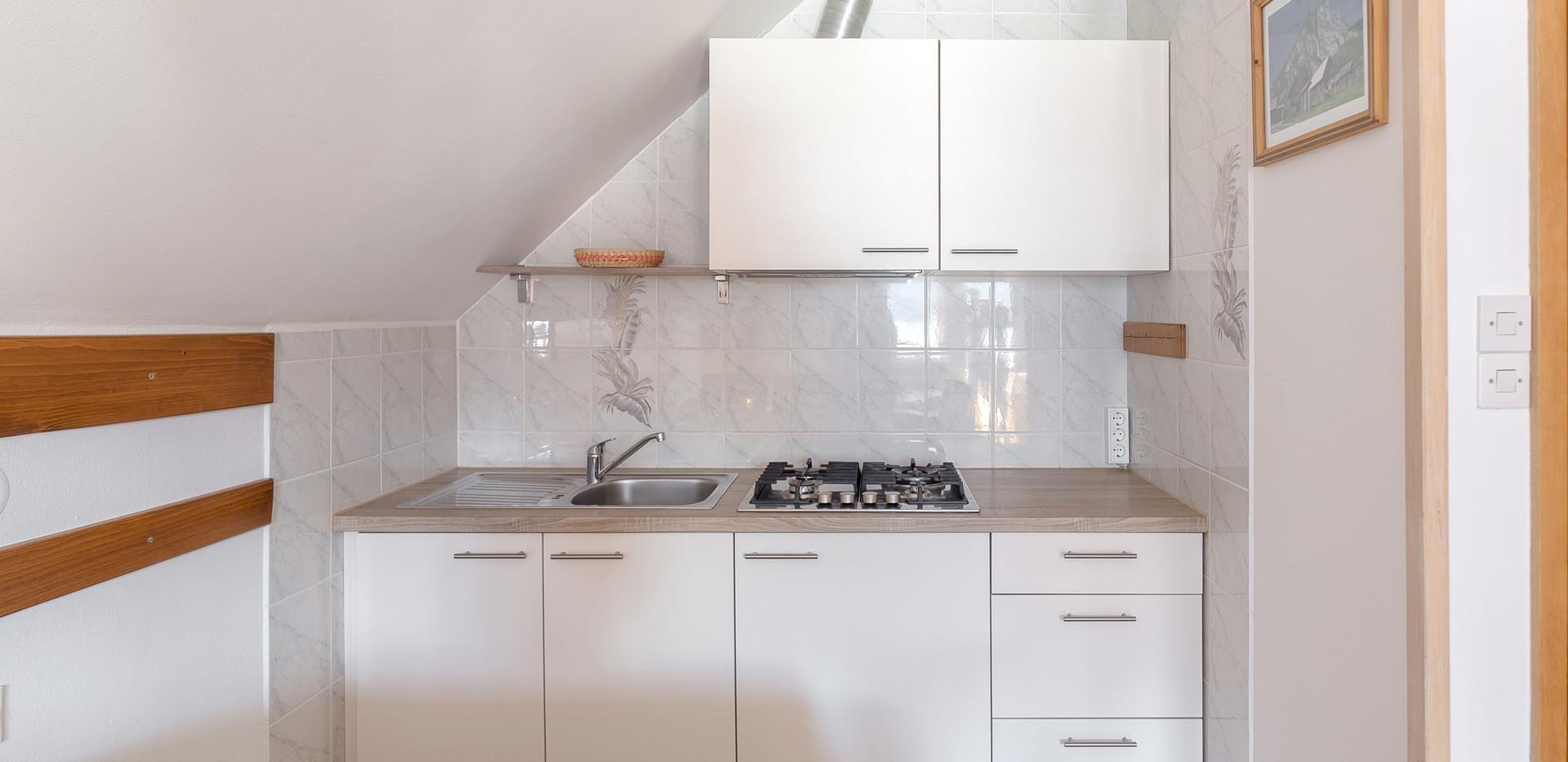 C-301-kitchen_2174.jpg