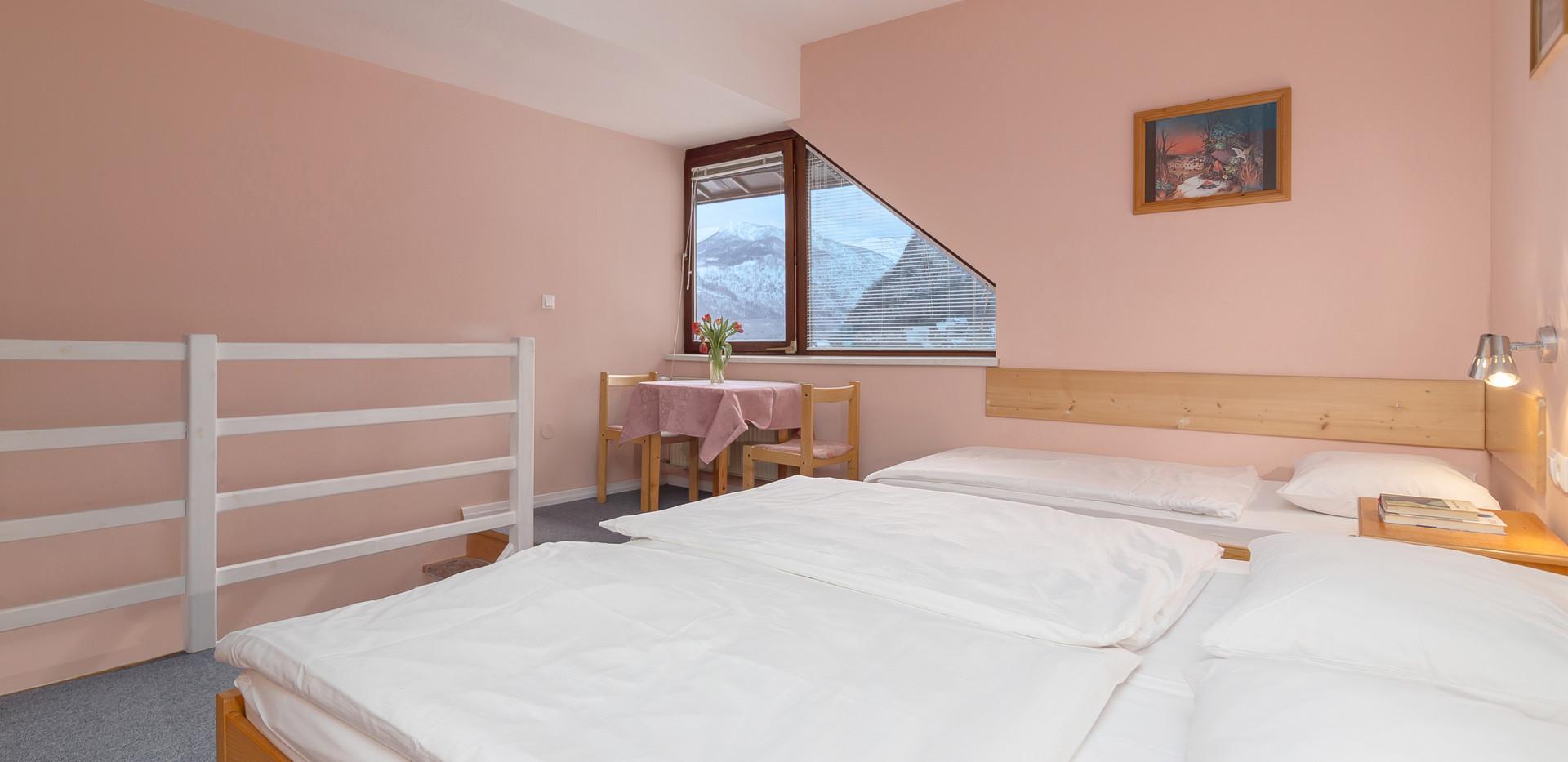 B-402-bedroom_1801.jpg