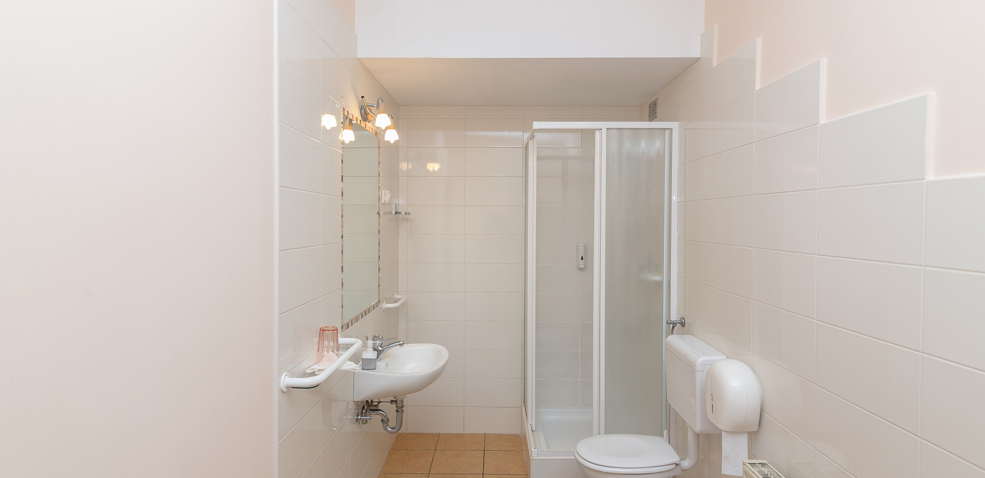 C-401-bathroom_1746.jpg