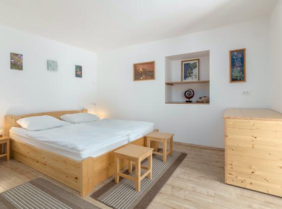 E-ENC-bedroom_1993.jpg