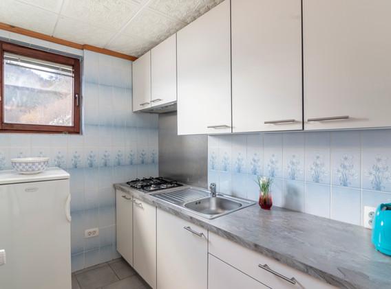 C-104-kitchen_1616.jpg