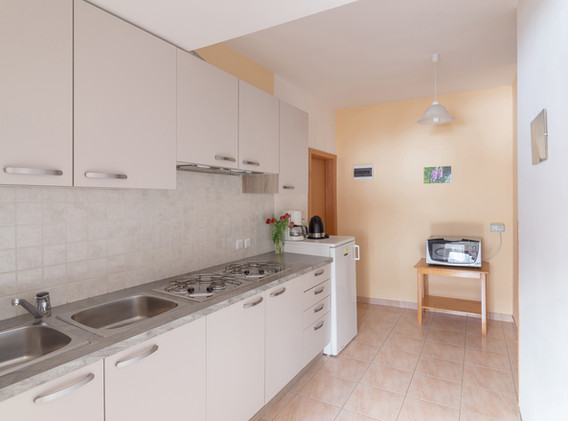 C-401-kitchen_1735.jpg