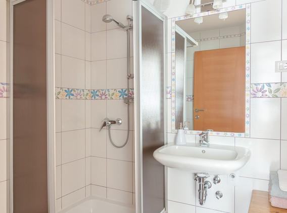 E-ENC-bathroom_2027.jpg