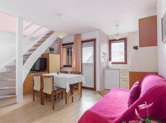 B-402-livingroom_1781.jpg