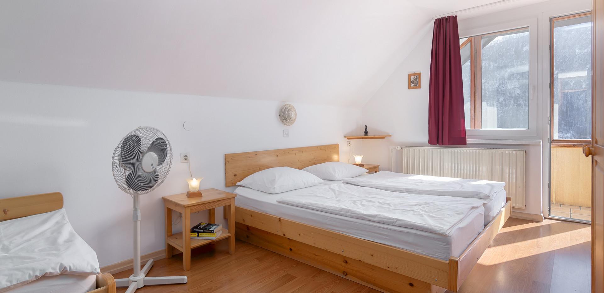 C-301-bedroom_2210.jpg