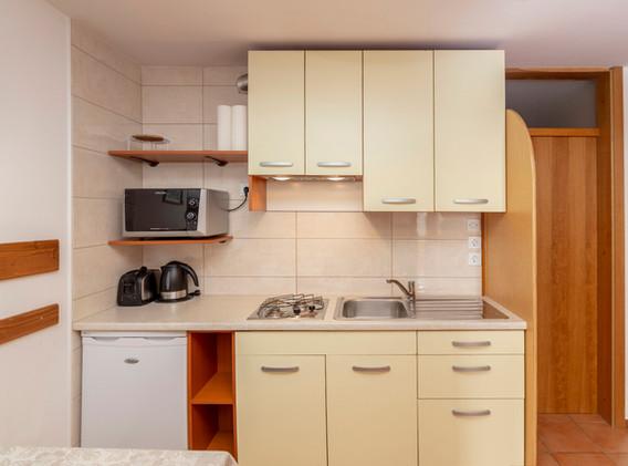 C-201-kitchen_1364.jpg