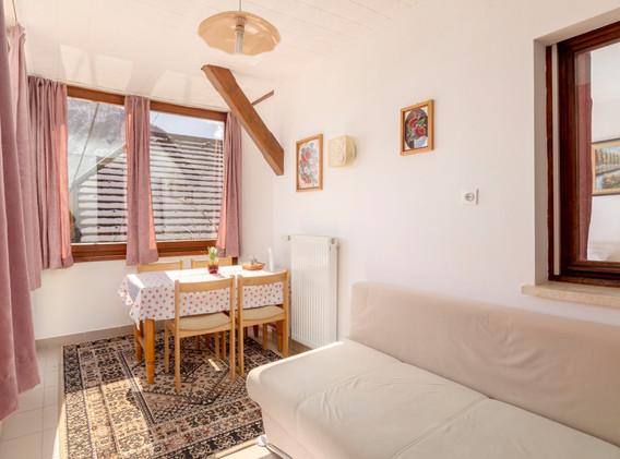 E-101-livingroom_1499.jpg