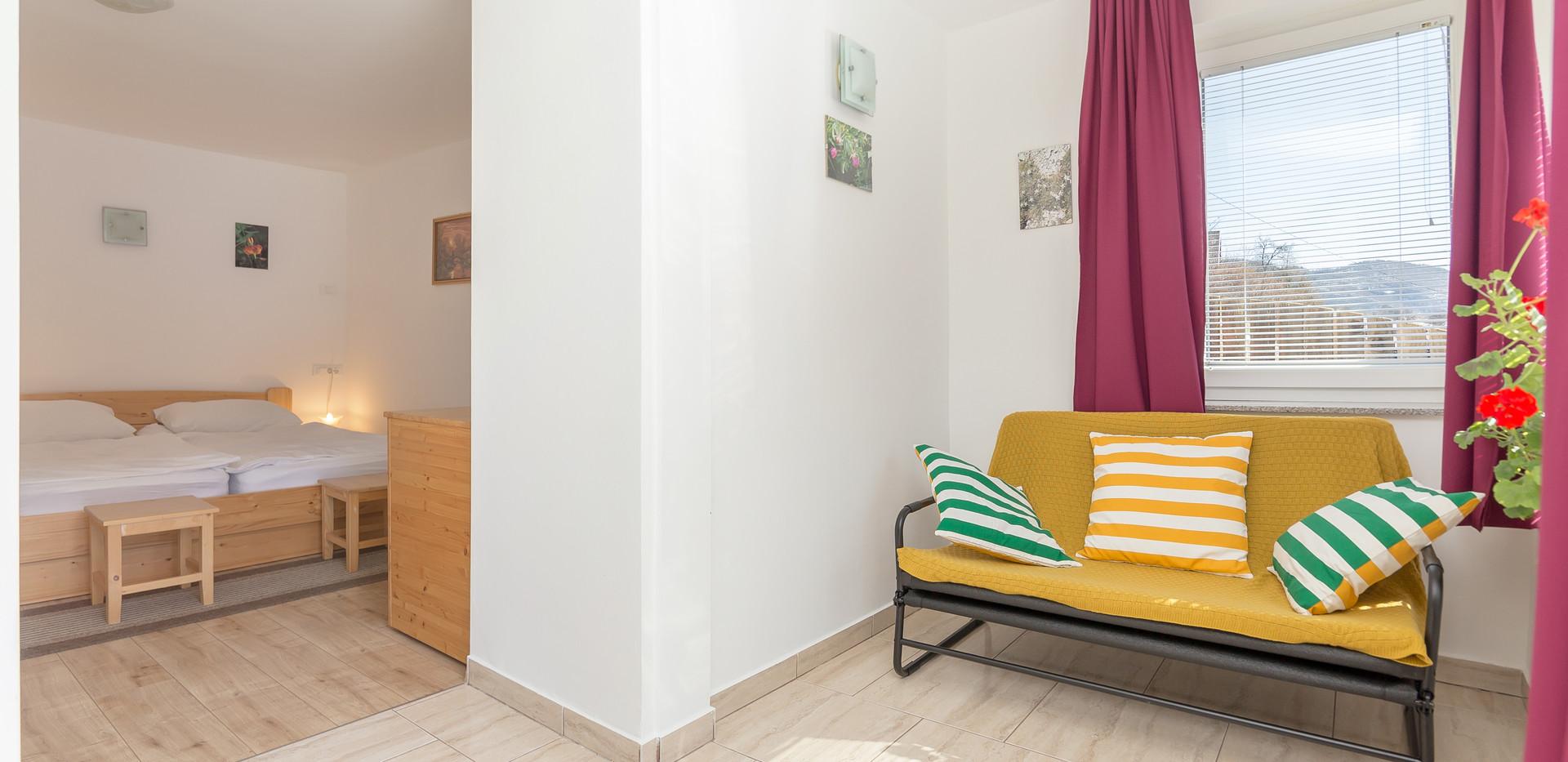 E-ENC-livingroom_2002.jpg