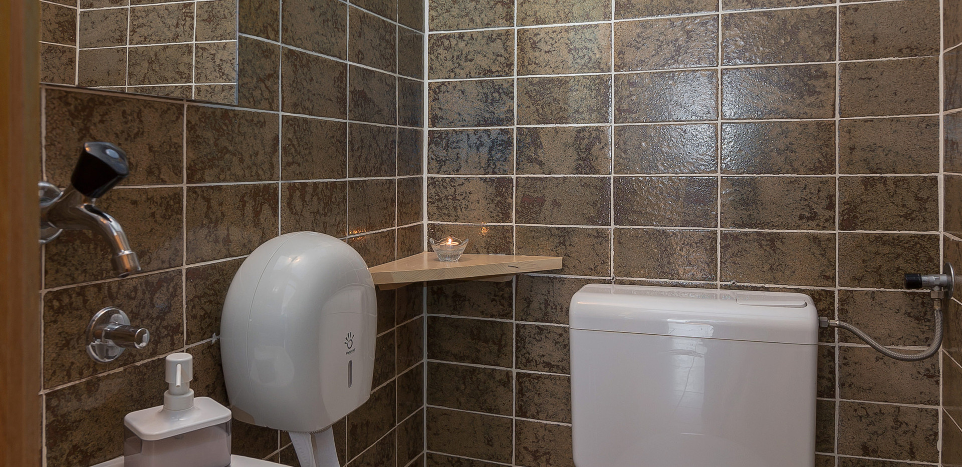 C-301-bathroom_2207.jpg