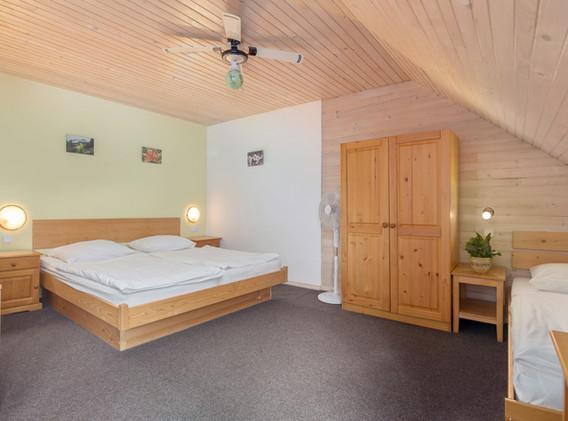 C-401-bedroom_1711.jpg