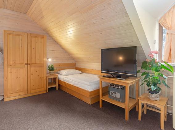 C-401-bedroom_1718.jpg