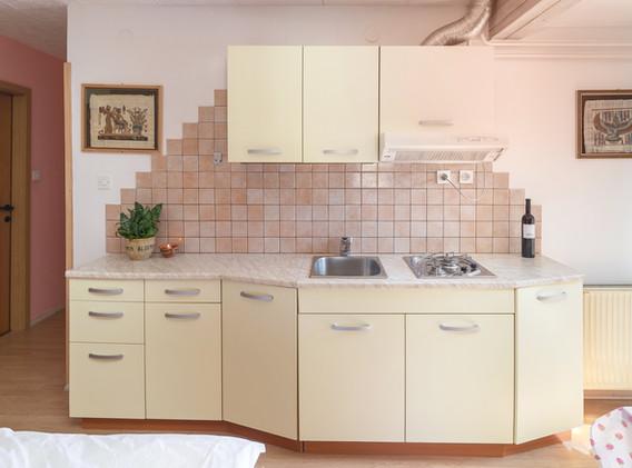 B-404-kitchen_2118.jpg