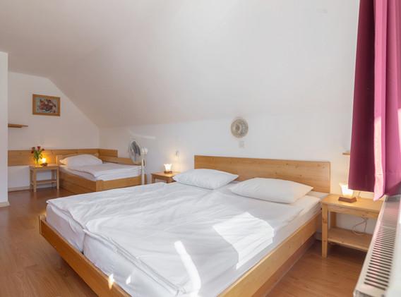 C-301-bedroom_2222.jpg