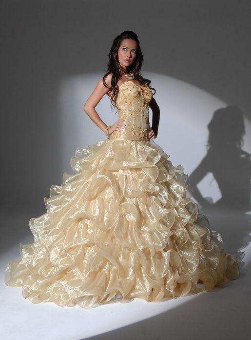 שמלות אירוסין וחינה בירושלים