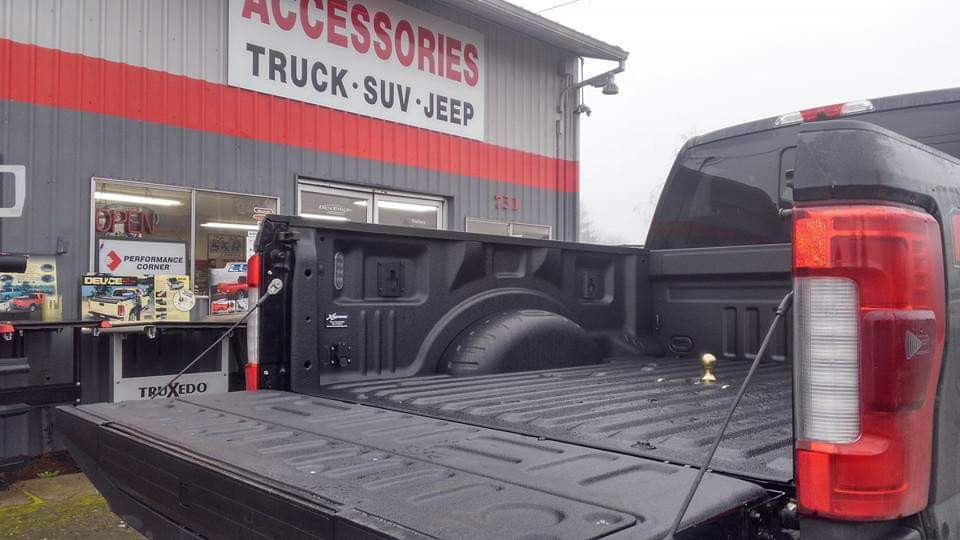 Xtreme Coatings Spray On Bed liner & B&W Gooseneck Hitch
