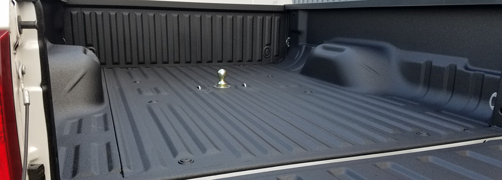 B&W Gooseneck Hitch And Spray On Bed Liner