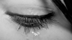 Na dor do meu filho revisitei a minha. Abraçada nele, chorei.