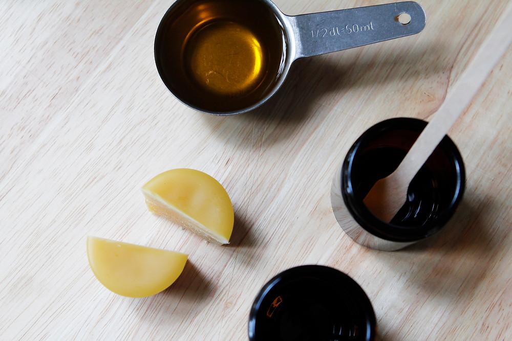 Bivax,olja och burkar.