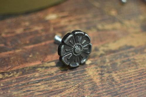 Pomello in ferro modello fiore 8