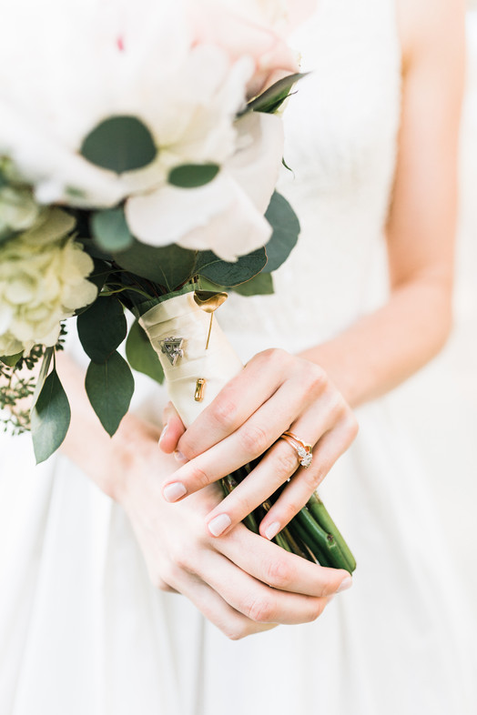 beth wedding flowers.jpg